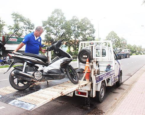 Đội Cứu Hộ Xe Máy Hoàn Kiếm TP Hà Nội Sửa Xe Tại Chỗ
