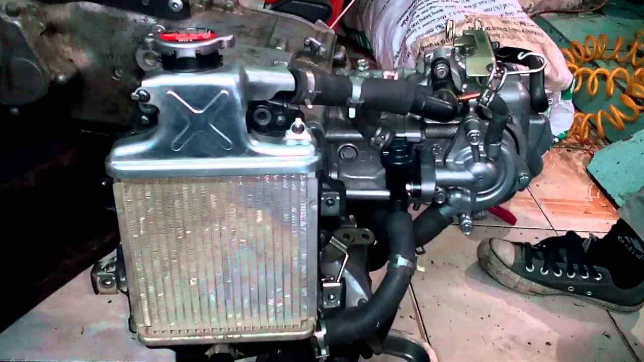 xe máy bị sôi két nước