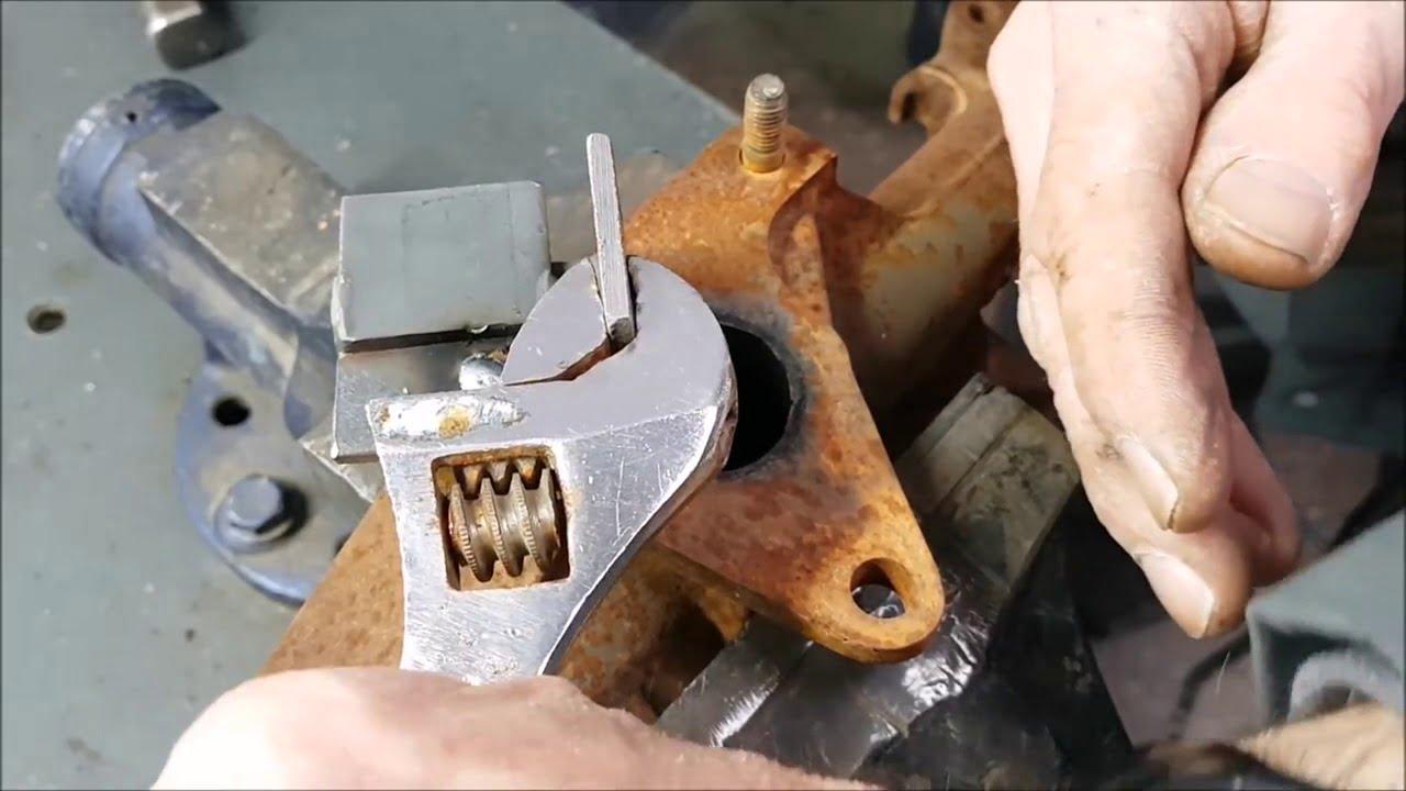 tháo ốc xe bị gãy